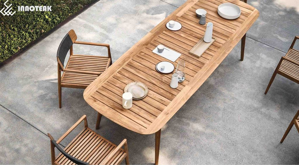 Teak furniture appeals to most of us thanks to its sheer beauty